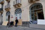 """Il prefetto di Catania: """"Uscite solo per assoluta necessità"""". I commercianti """"proteggono"""" i negozi FOTO"""
