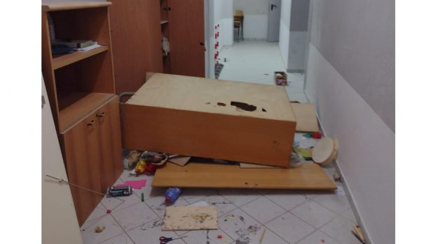 corigliano, due arresti, scuola, vandalismo, Cosenza, Cronaca