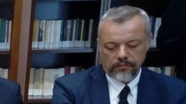 catanzaro, gip, misura interdittiva ridotta, porto, Andrea Adelchi Ottaviano, Catanzaro, Cronaca