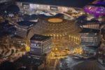 Expo Dubai, il volo notturno del drone sui padiglioni illuminati: il video è sensazionale