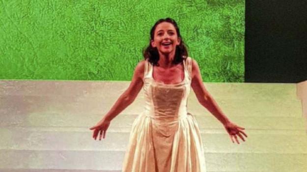 """Messina, Federica De Cola in """"Molto rumore per nulla"""": """"Recitare nel mio Teatro è meraviglioso"""" INTERVISTA"""