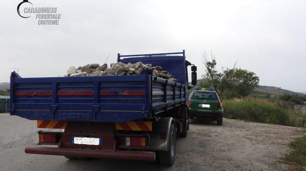 autocarro sequestrato, cirò marina, trasporto rifiuti illeciti, Catanzaro, Cronaca