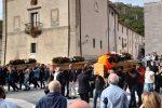 """Paola, l'ultimo saluto alle vittime della tragedia del mosto. """"Una disgrazia immane"""" - FOTO"""
