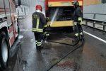 Autobus in fiamme nel centro di Catanzaro. Incendio domato dai vigili del fuoco