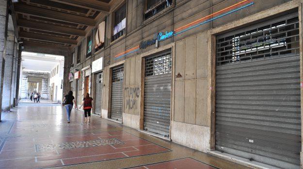 Stretta per i commercianti morosi di Messina. Chi non paga le tasse perde la licenza