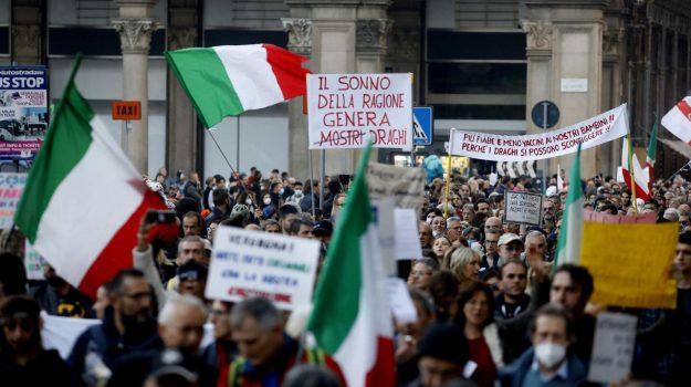 Corteo No Green pass a Milano, un arresto e 83 denunciati