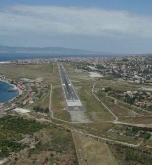 La pista dell'aeroporto di Reggio Calabria