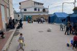 Migranti nel centro di prima accoglienza di Roccella Ionica