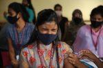 Oms: dare i vaccini anti-Covid ai Paesi più poveri o la pandemia si trascinerà anche nel 2022