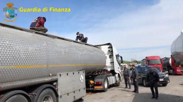 Inchiesta Petrolmafie a Vibo, 9 indagati chiedono di patteggiare
